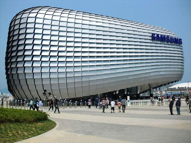 Samsung Bests Rival HTC in Smartphone Race